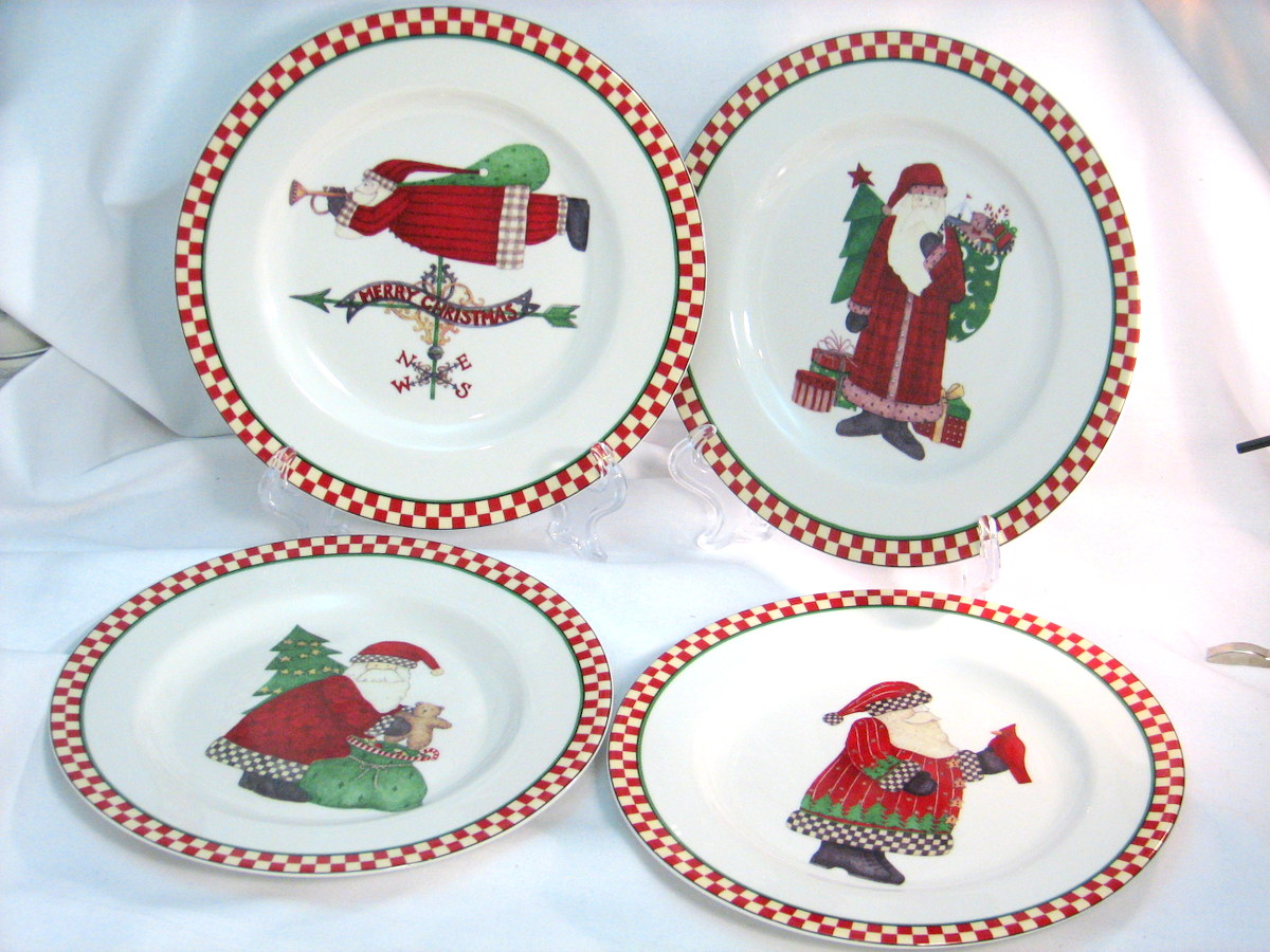 Holiday Table Setting - Red and Green are Christmas Traditions