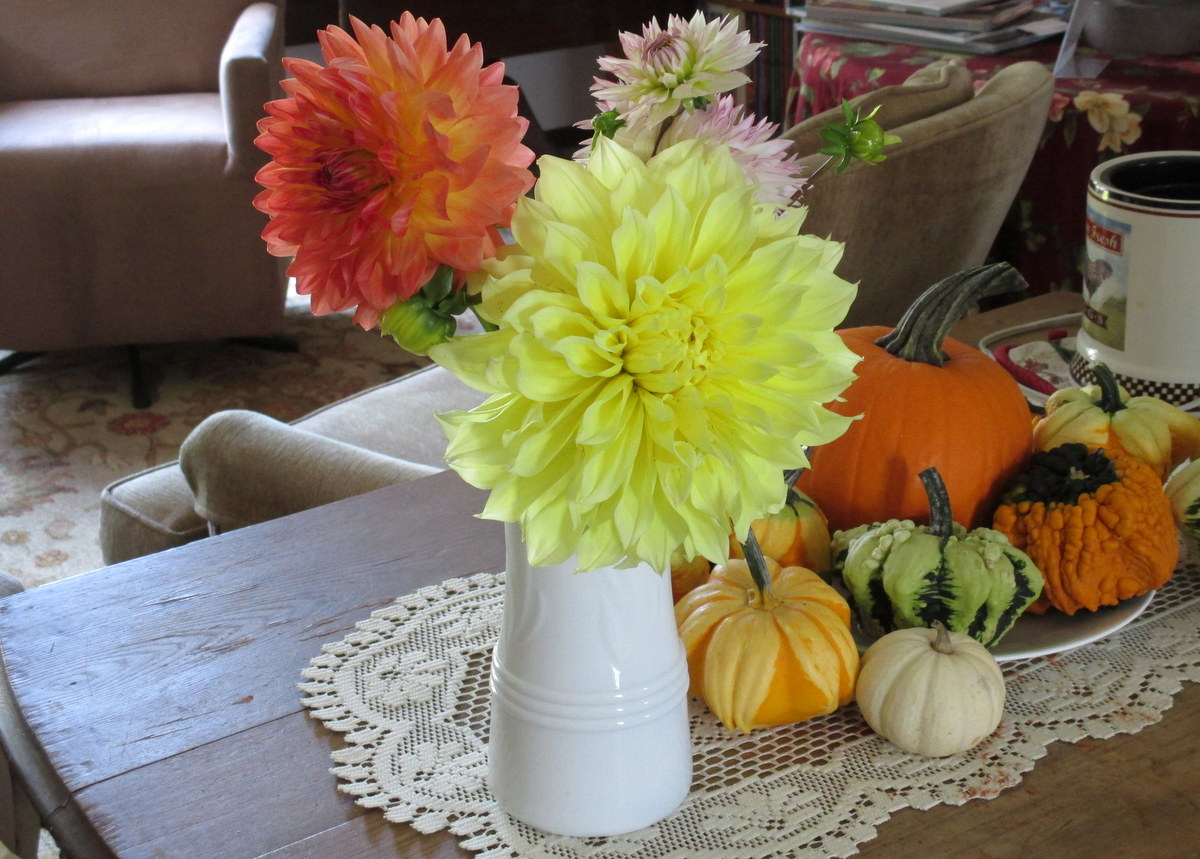 Dahlia bouquet in complementary colors