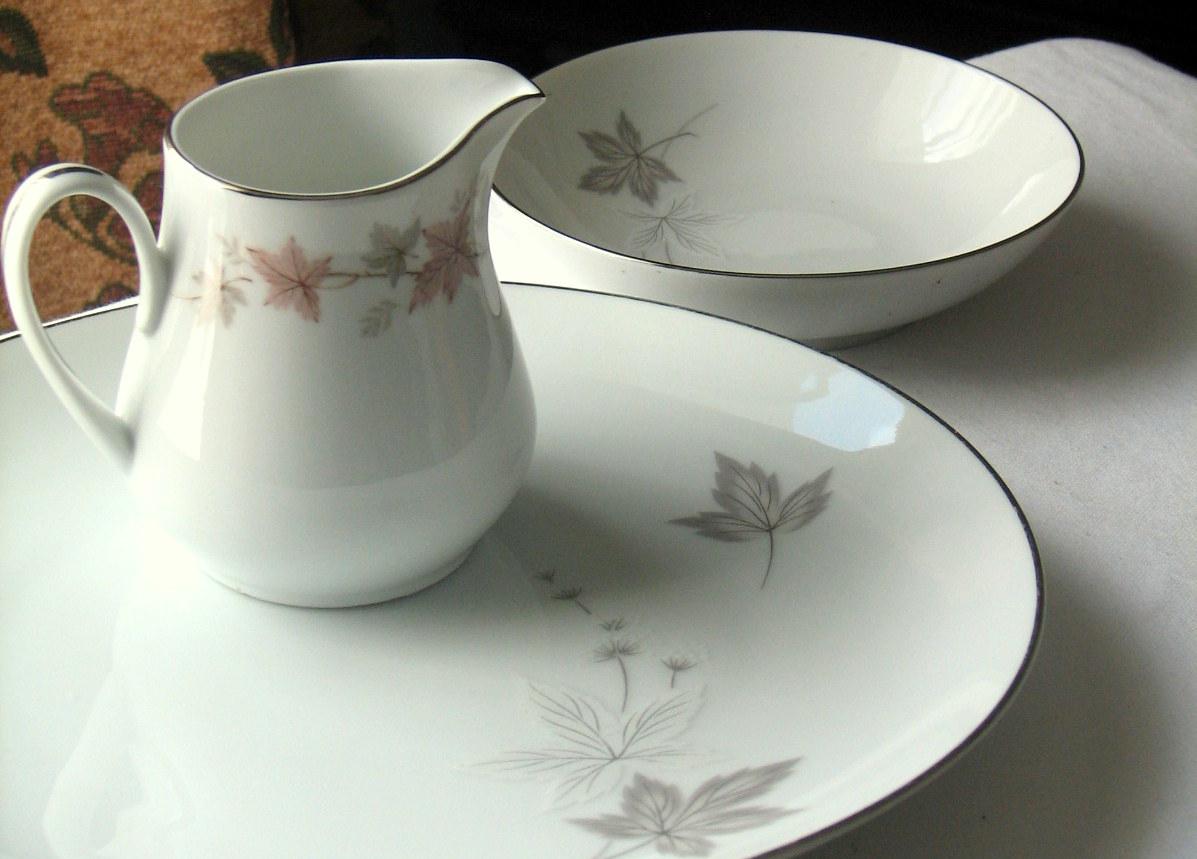 Vintage leaf motif china