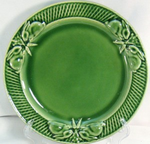 Embossed china salad plate Bordallo Pinheiro bunnies