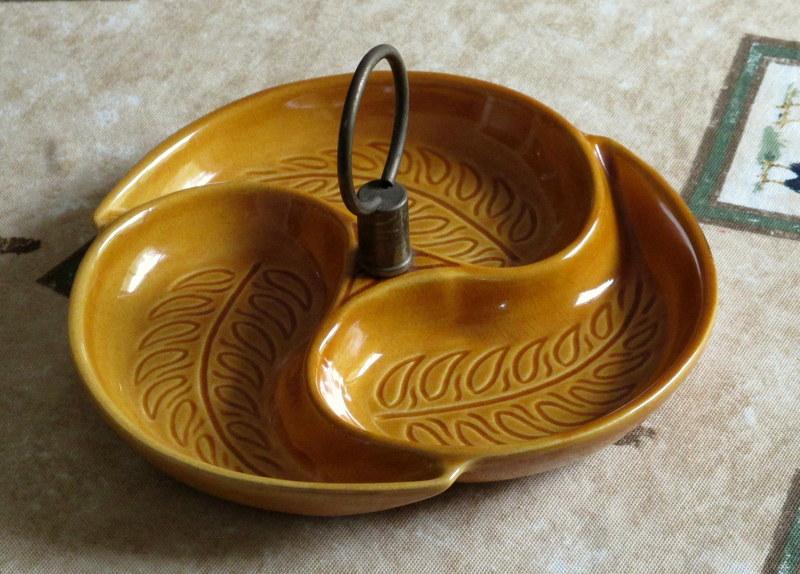 Calif pottery server