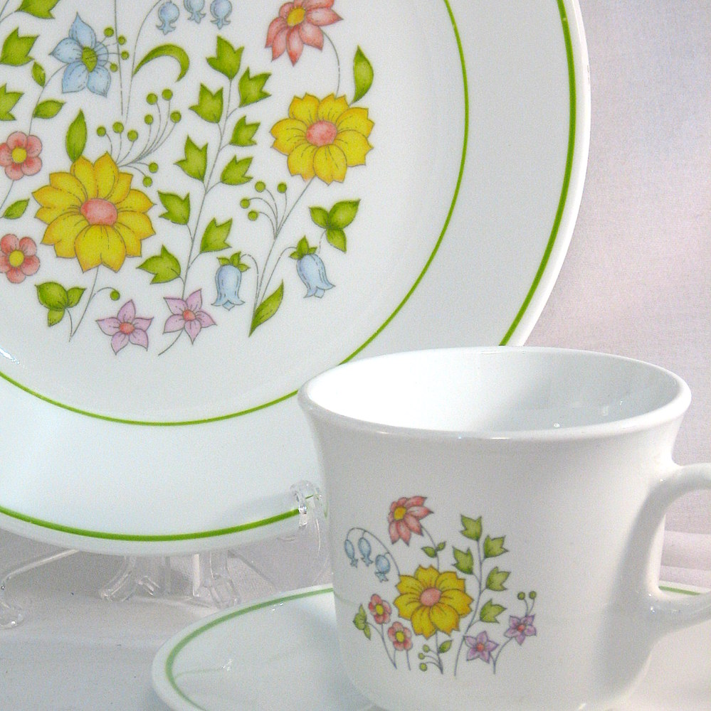 Corelle Meadow motif detail