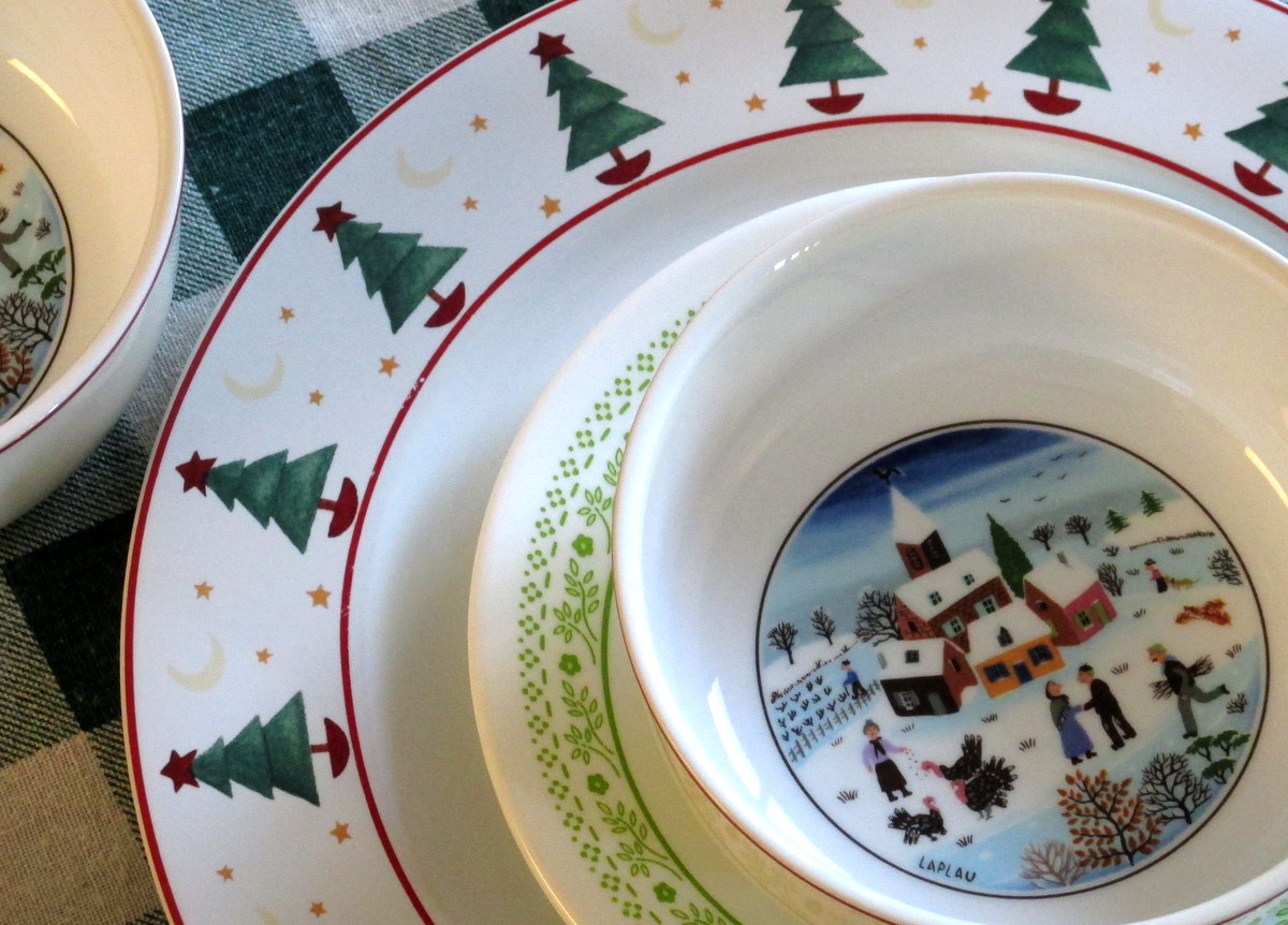 Christmas theme dishes Vintage