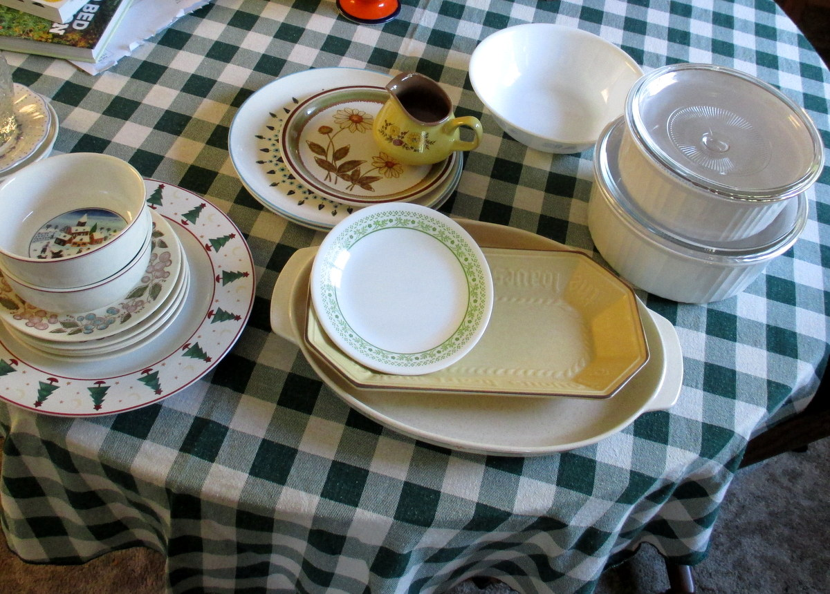 vintage dinnerware shopping finds